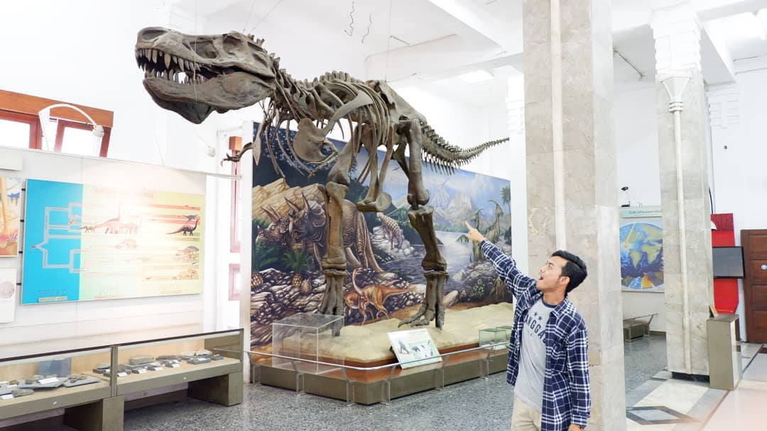 berwisata museum geologi