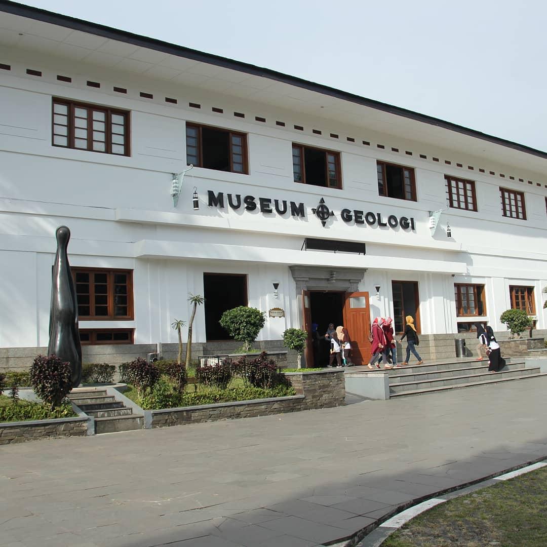 sejarah museum geologi